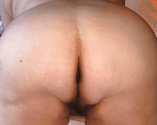 巨尻女のお尻の割れ目