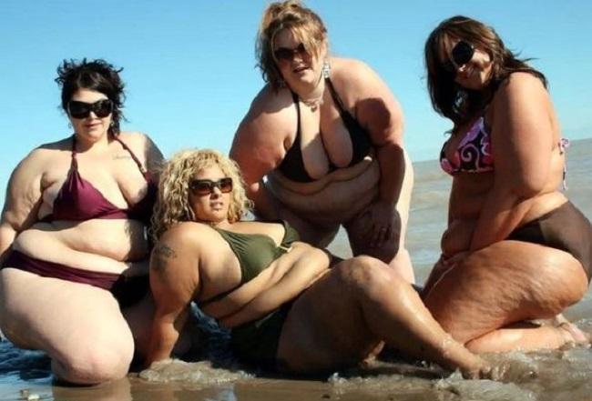 デブ女性の水着姿