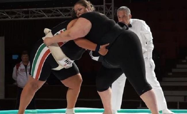女子の相撲とり