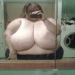 超乳デブの自撮り