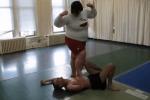 怪力なデブ巨女がガリガリ男や男レスラーと戦う、男女混合プロレス動画。