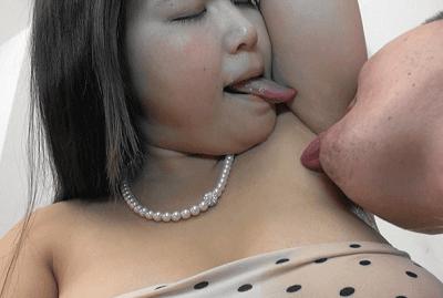 ぽっちゃり女性のワキ舐め
